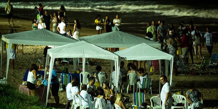 Tendas familiares durante o Réveillon 2018 na praia dos Cavaleiros. Macaé/RJ. Data: 01/01/2018. Foto: Rui Porto Filho