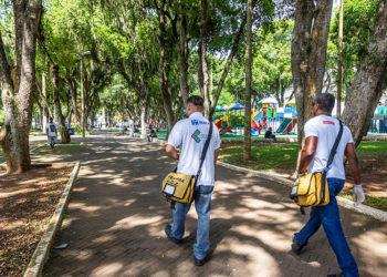 Agentes do CCZ na Praça Veríssimo de Melo. Macaé/RJ. Data: 21/02/2019. Foto: Rui Porto Filho