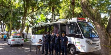 Ônibus / base da Guara Municipal na Praça Veríssimo de Melo. Macaé/RJ. Data: 18/06/2019. Foto: Rui Porto Filho
